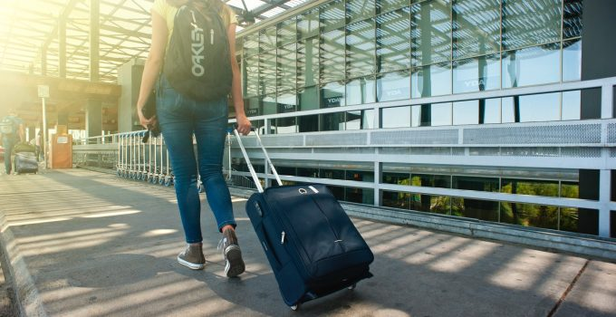 5 Tips to Ensure Safe Luggage Lifting